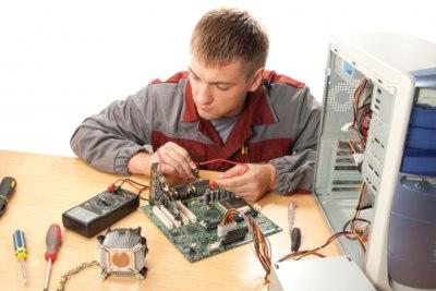 Technicien_shutterstock_59455939_2